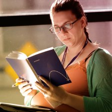 veterinary-woman-reading-notebook-800x800